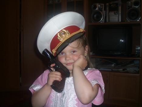 صور رائعة لاطفال يحملون السلاح 11087.jpg